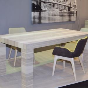 ξύλινο ορθογώνιο τραπέζι roma με βαμβακερές καρέκλες χωρίς χέρια και ξύλινα πόδια