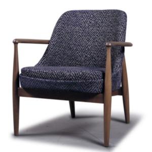 μάλλινη καρέκλα με ξύλινα χέρια και πόδια